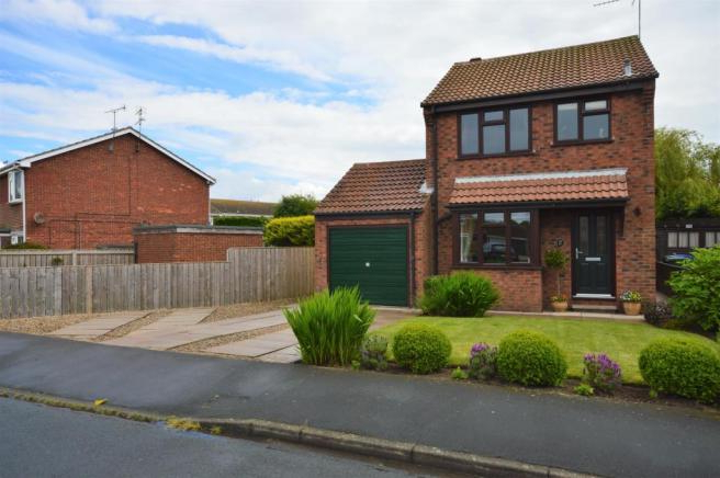 3 Bedroom Detached House For Sale In Thorn Tree Avenue, Filey, Yo14 With Trendy Filey Market Umbrellas (View 20 of 25)