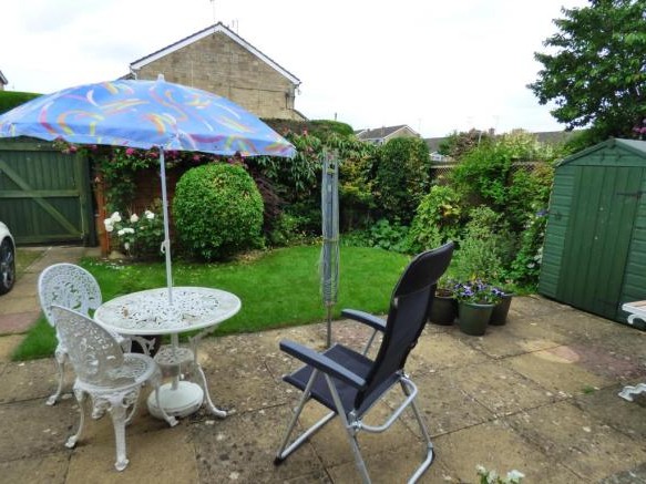 3 Bedroom Property For Sale In Aldsworth Close, Fairford, Gl7 for Fashionable Fairford Market Umbrellas