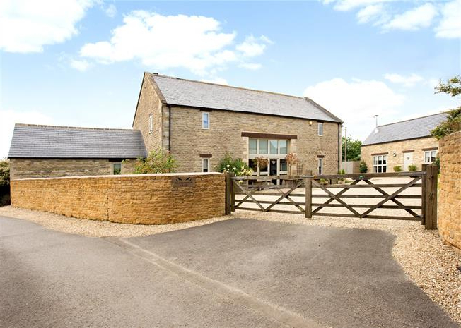 5 Bedroom Detached House For Sale In Fairford, Gloucestershire For Pertaining To Well Known Fairford Market Umbrellas (View 21 of 25)