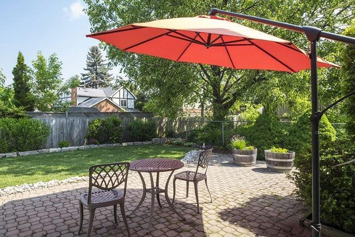 Brecht Lighted Umbrellas Throughout Favorite 10 Best Cantilever Umbrellas In 2019: A Complete Guide And Reviews (View 17 of 25)