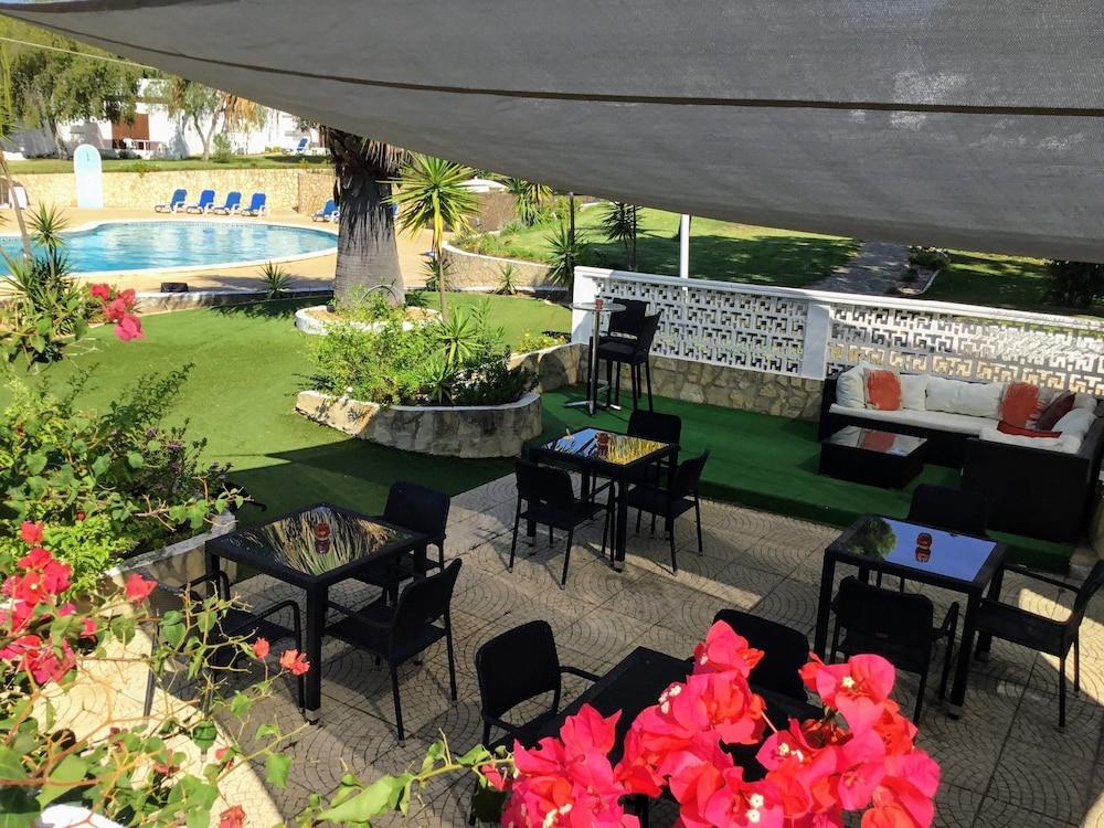 Cockermouth Rotating Cantilever Umbrellas Within Latest Prado Villas – Reviews, Photos & Rates – Ebookers (View 9 of 25)