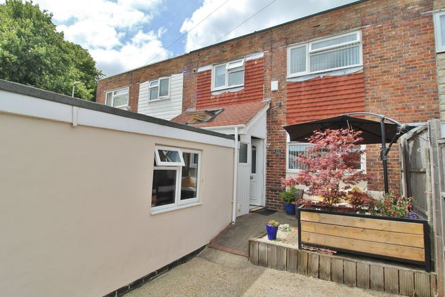 Current Havant Market Umbrellas For Stratfield Gardens, Havant Po9, 3 Bedroom Terraced House For Sale (View 20 of 25)
