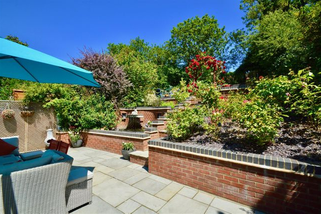 Famous Northfleet Rectangular Market Umbrellas With 3 Bed Semi Detached House For Sale In Valley Drive, Gravesend Da (View 17 of 25)