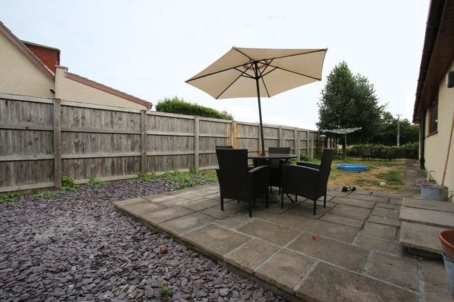Fashionable Kenn Market Umbrellas Throughout 4 Bed Detached House For Sale In Kenn Road, Kenn, Clevedon Bs21 – Zoopla (View 23 of 25)