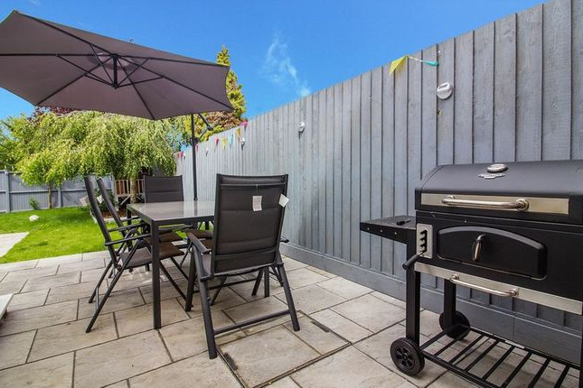 Frome Market Umbrellas Within Well Liked 3 Bed End Terrace House For Sale In Holmbury Close, Frome Ba11 – Zoopla (View 18 of 25)