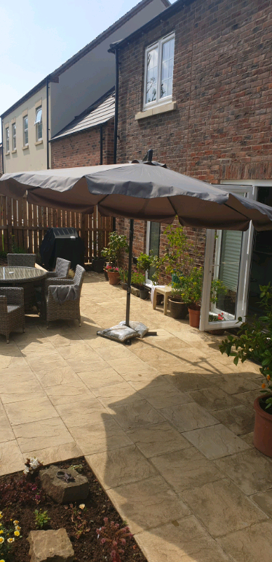 Hartman Cantilever Parasol – Like New – (View 9 of 25)
