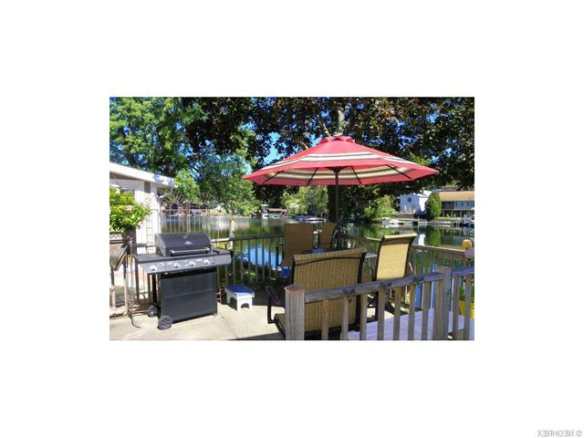 Most Recent 460 Fan Dr, Akron, Oh 44319 Throughout Keltner Patio Outdoor Market Umbrellas (View 17 of 25)