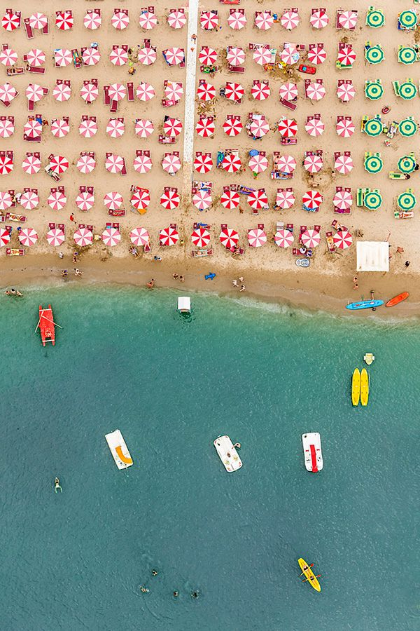 Most Recent Italian Beach Umbrellas Throughout Gorgeously Geometric Aerial Photos Of Colorful Umbrellas On An (View 19 of 25)
