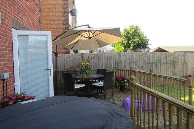 Most Recently Released Gainsborough Market Umbrellas With Regard To 4 Bed Detached House For Sale In Oak Tree Avenue, Gainsborough Dn (View 24 of 25)
