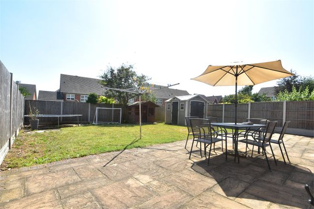 Northfleet Rectangular Market Umbrellas Throughout 2018 3 Bed Property For Sale In Caspian Way, Swanscombe, Kent Da10 – Zoopla (View 14 of 25)