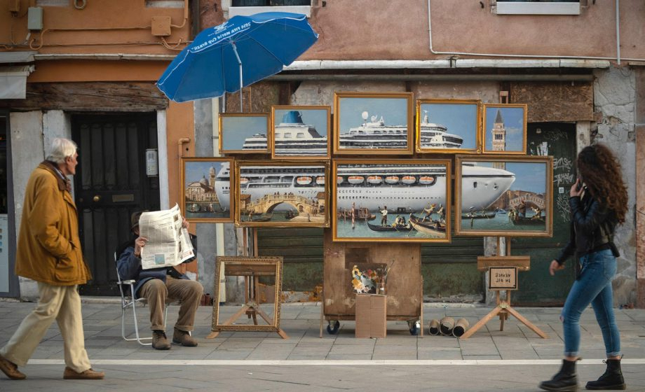 Venice Lighted Umbrellas With Famous Banksy's Unauthorized Stint In Venice (Gallery 25 of 25)