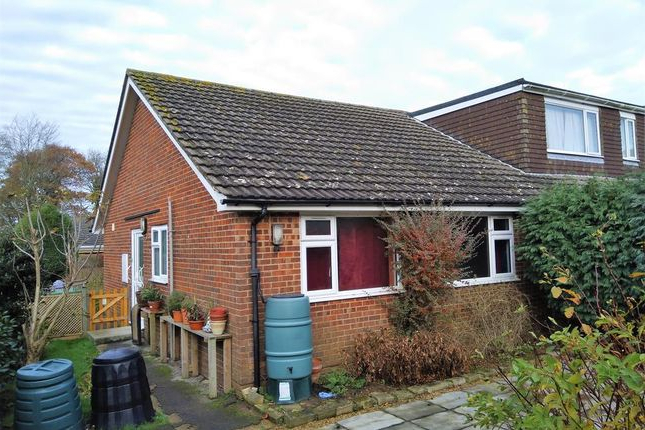 Well Liked 2 Bed Semi Detached Bungalow For Sale In Fern Close, Hawkinge For Hawkinge Market Umbrellas (View 21 of 25)