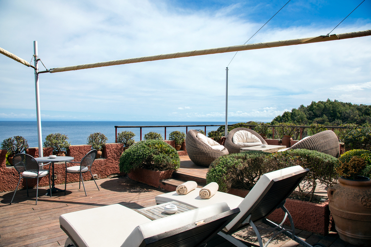 Well Liked Cockermouth Rotating Cantilever Umbrellas In The Luxury Channel – Travel:rosalind Milani Gallieni (View 25 of 25)