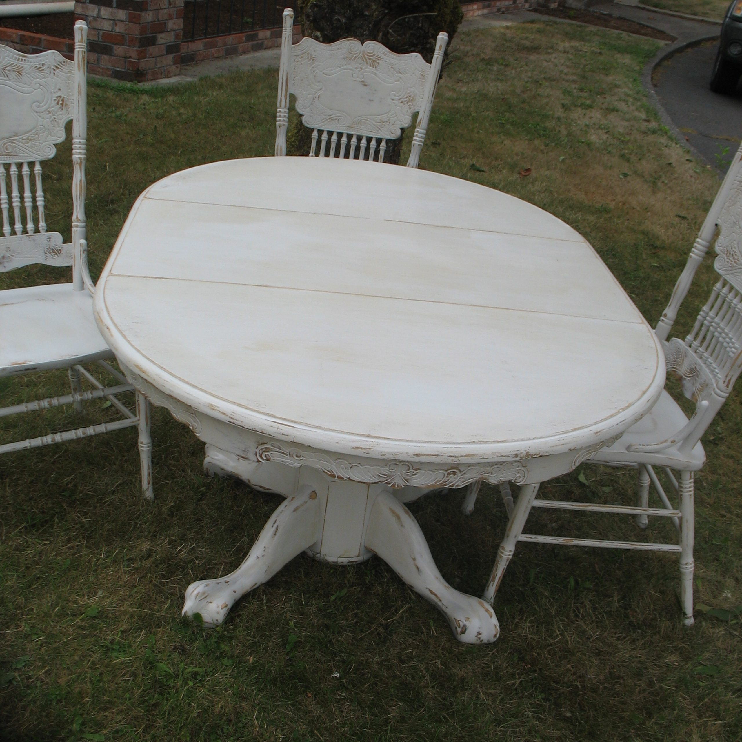 Benchwright Round Pedestal Dining Tables Inside Most Recent Distressed Dining Set Ladybird39S Vintage Benchwright (View 17 of 25)