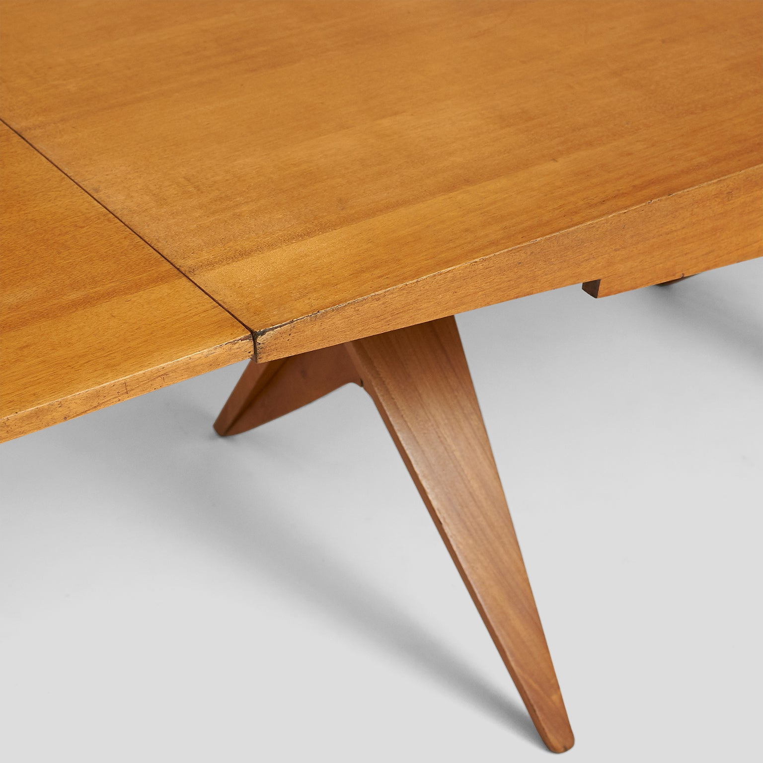 Johnson Round Pedestal Dining Tables Throughout 2020 Dan Johnson Dining Table (View 18 of 25)