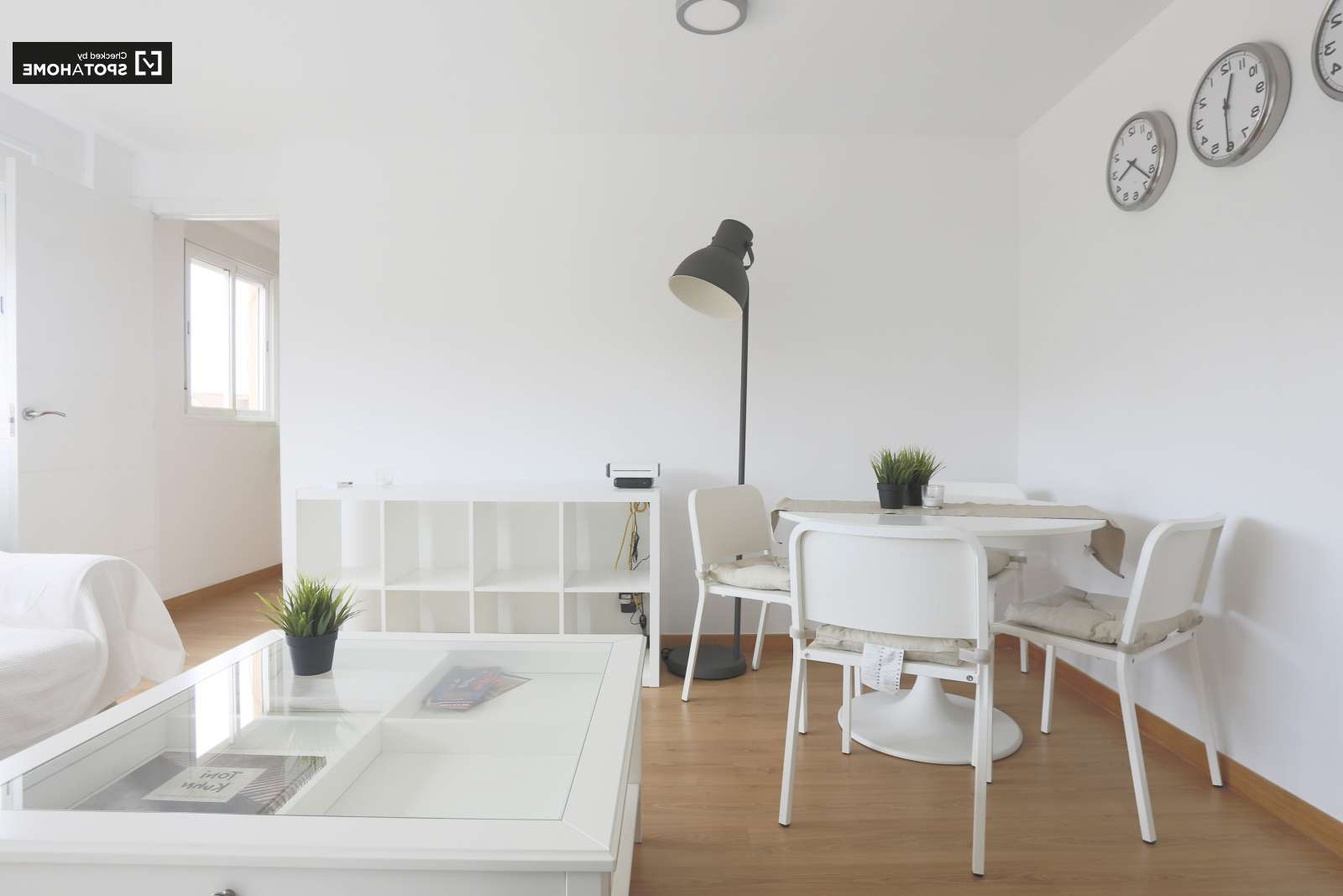 Stylish 2 Bedroom Apartment For Rent In Hortaleza In Most Recently Released Herran Dining Tables (View 19 of 25)