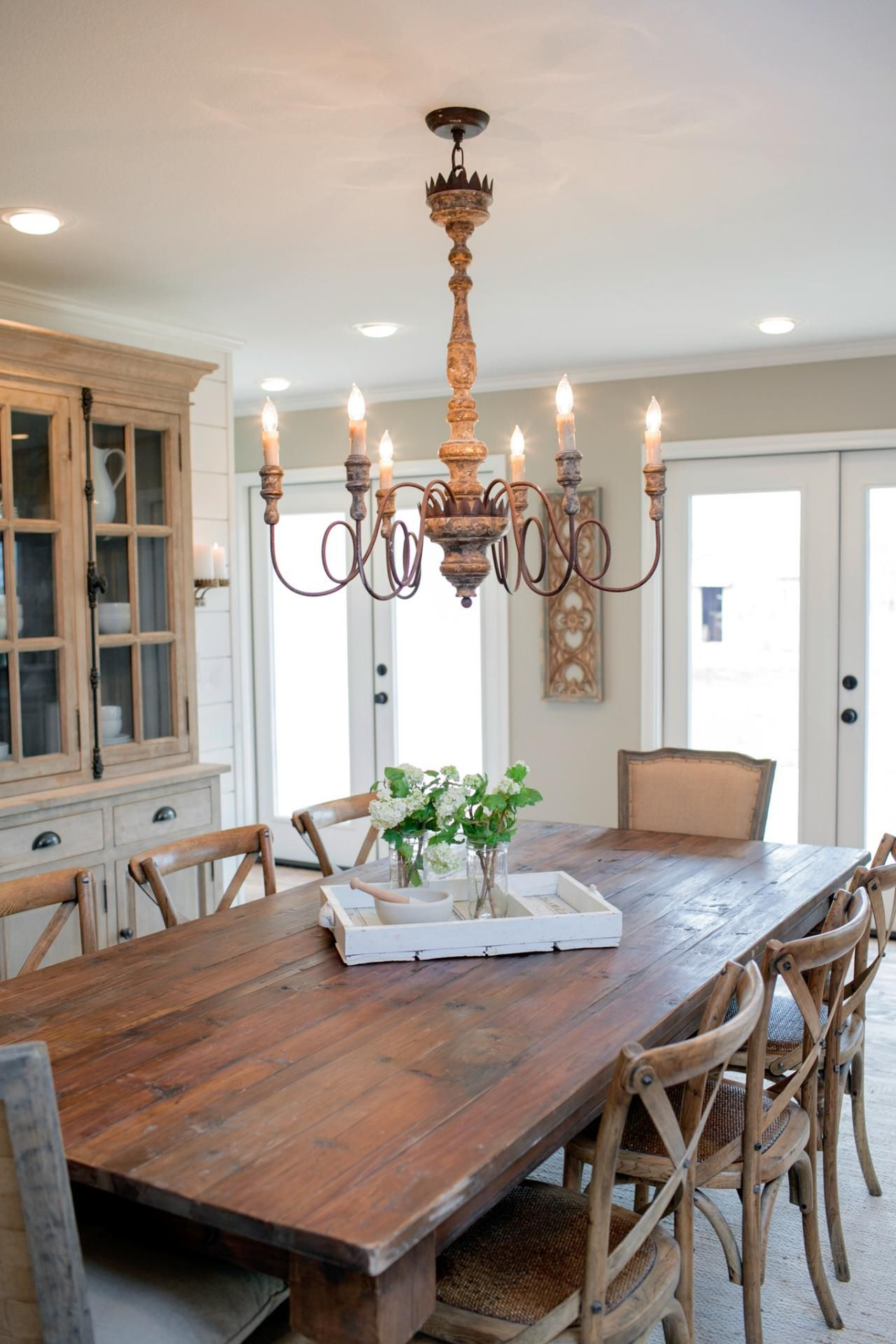 Fixer Upper: Country Style In A Very Small Town