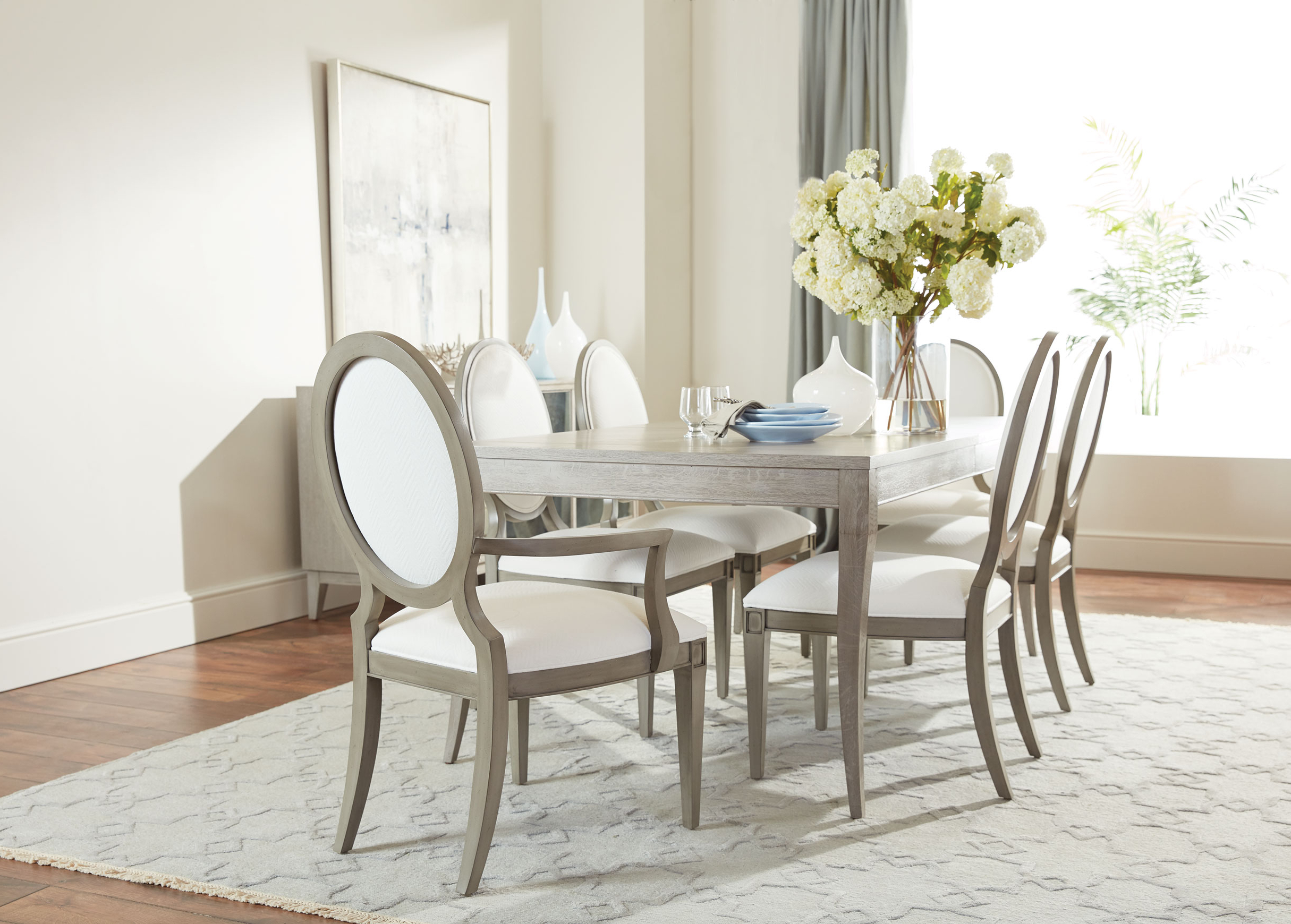 Latest Relaxed Modern Dining Room (View 17 of 25)