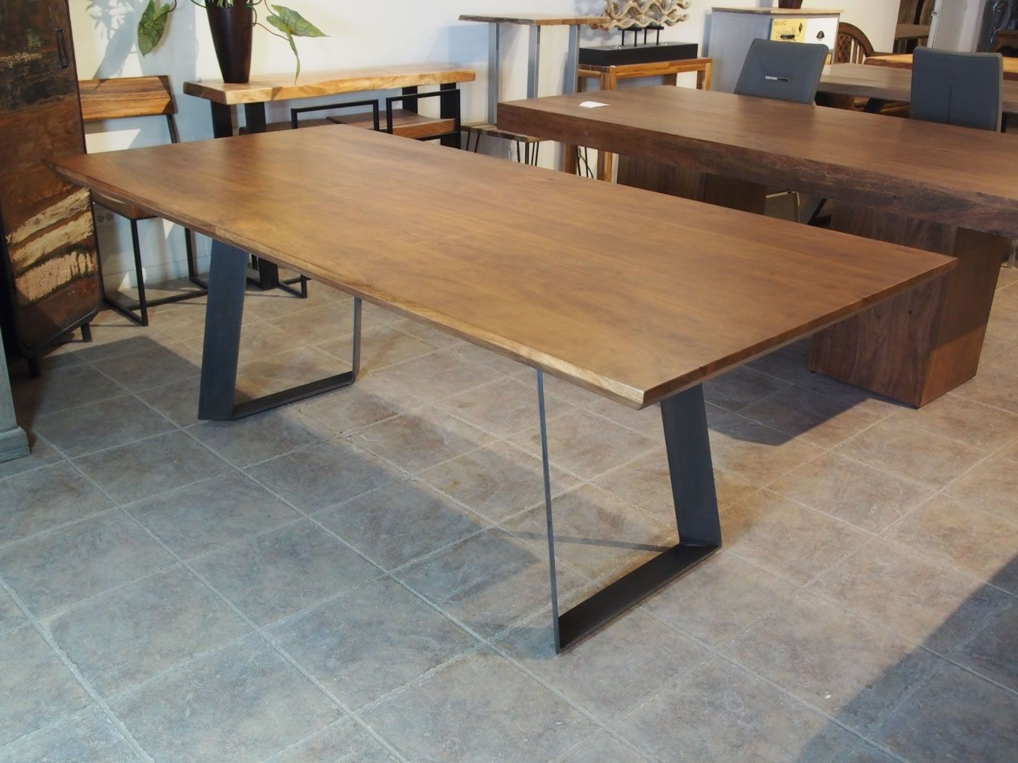 Newest Zen Beveled Edge Acacia Table (Black Metal Victor Legs Inside Acacia Dining Tables With Black Legs (View 19 of 25)