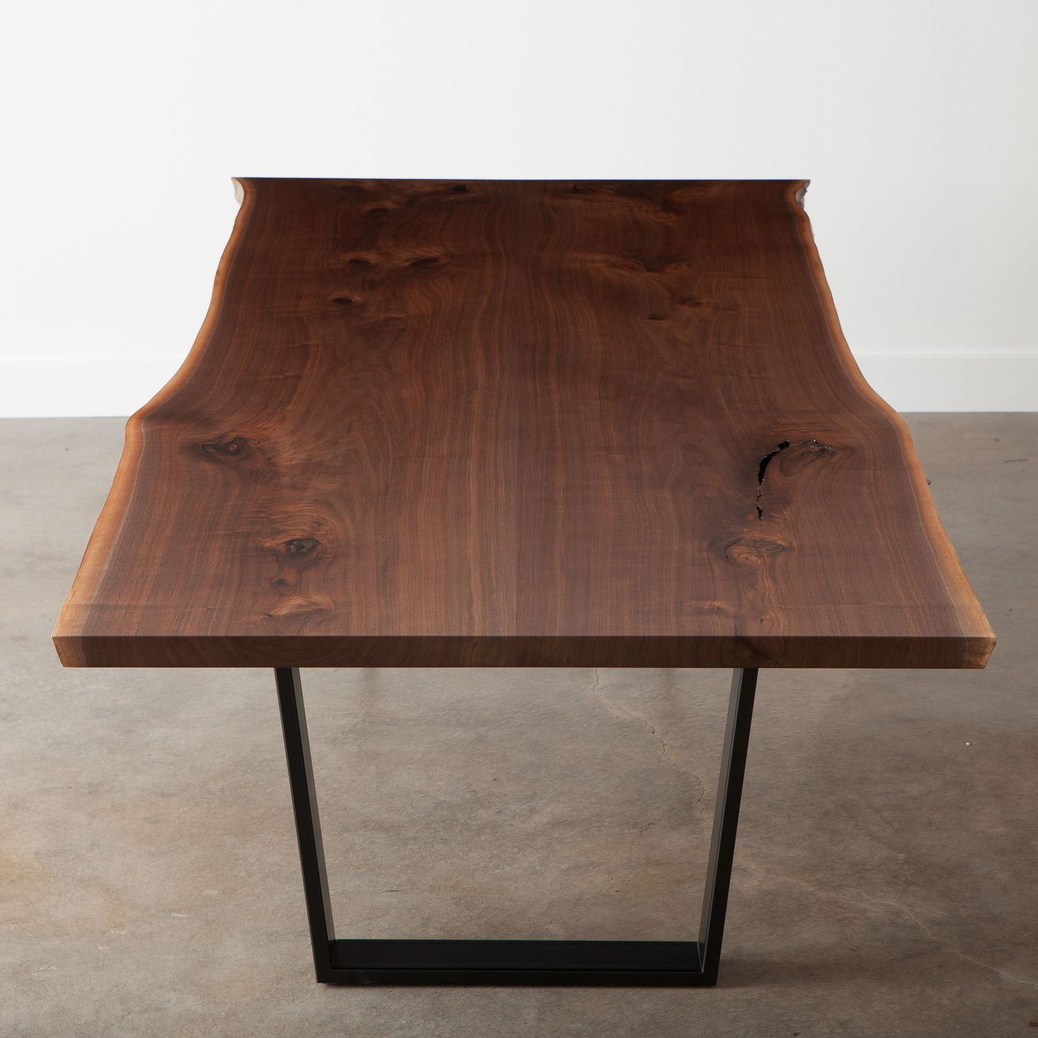 Walnut Finish Live Edge Wood Contemporary Dining Tables With Regard To Well Liked Walnut Dining Table (View 16 of 25)