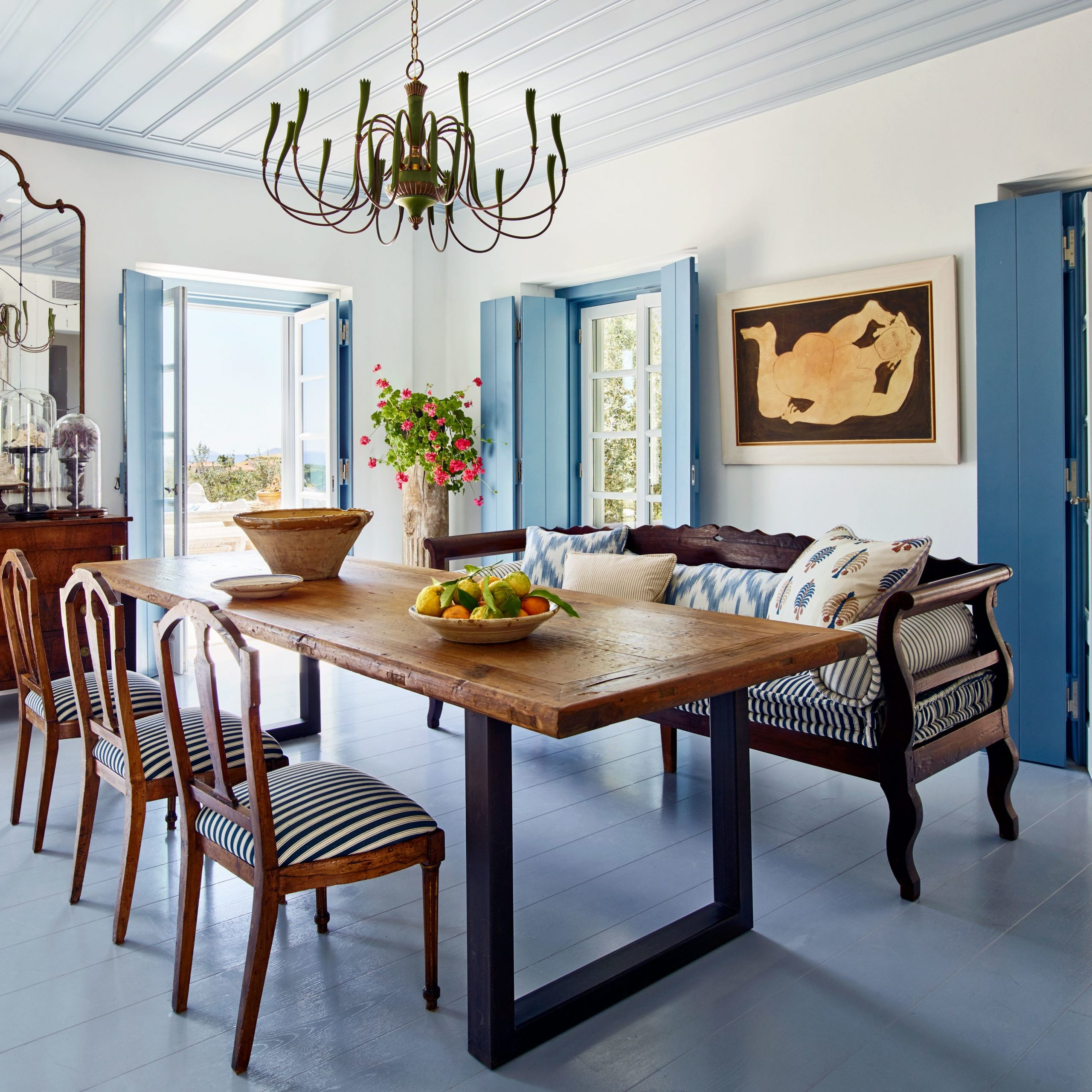 Widely Used Tips To Mix And Match Dining Room Chairs Successfully With Regard To Distressed Grey Finish Wood Classic Design Dining Tables (View 19 of 25)