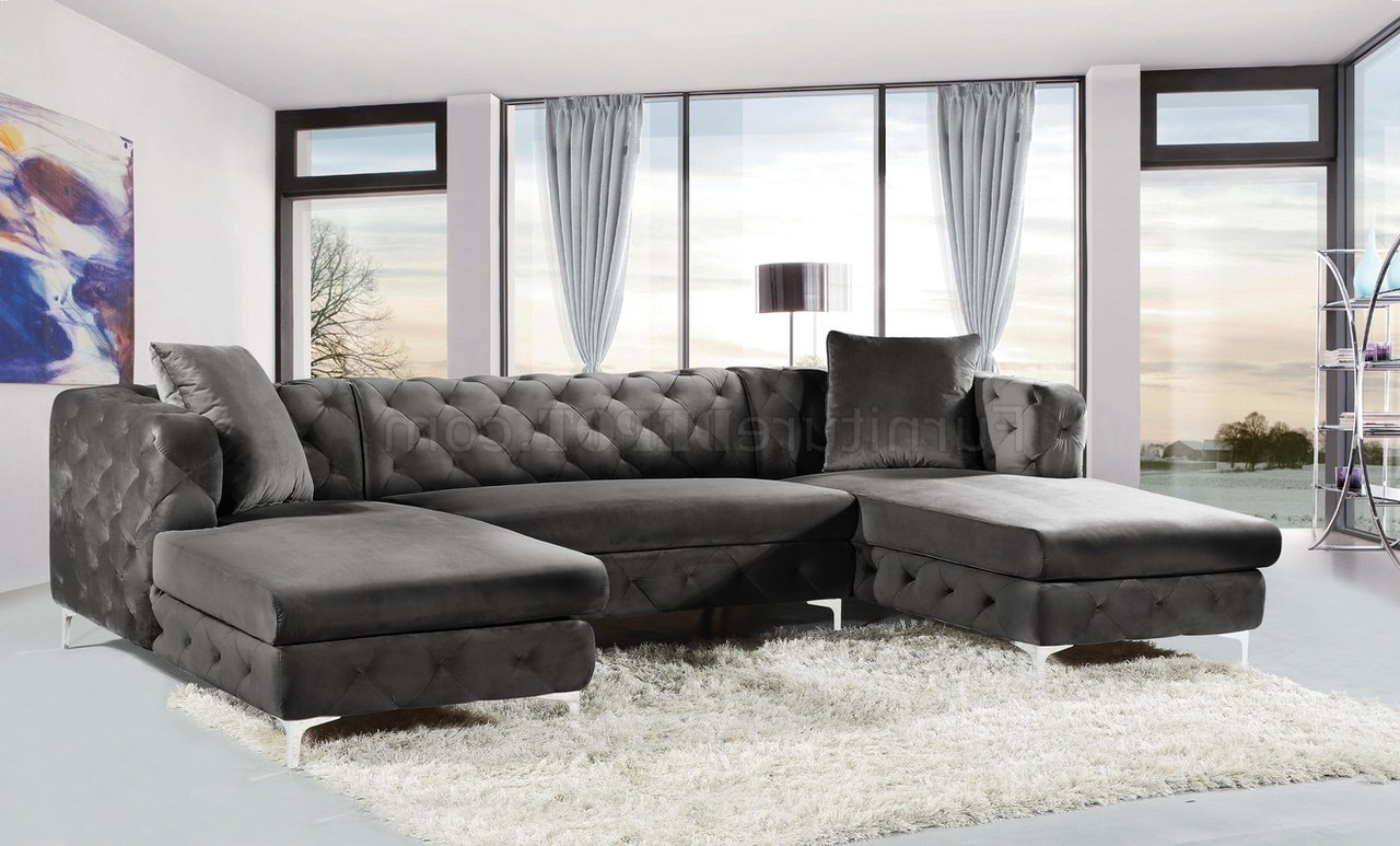 Gail Sectional Sofa 664 In Grey Velvet Fabricmeridian Throughout Fashionable French Seamed Sectional Sofas In Velvet (View 7 of 25)