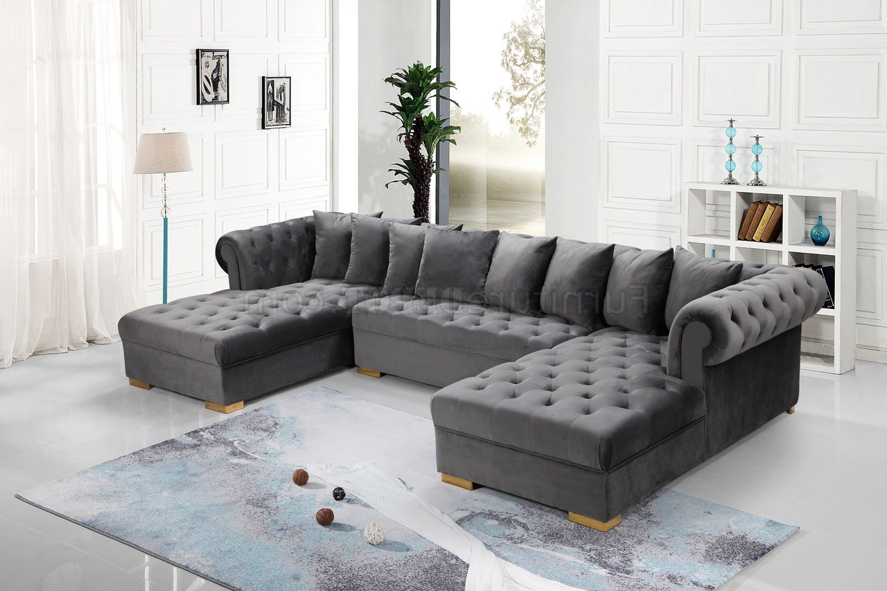 Trendy Presley Sectional Sofa 698 In Grey Velvet Fabricmeridian Throughout Noa Sectional Sofas With Ottoman Gray (View 21 of 25)